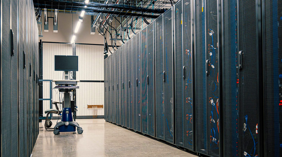 Supercomputer suddiviso in rack